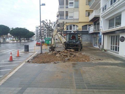 Remodelación de un tramo de acera de la plaza Catalunya