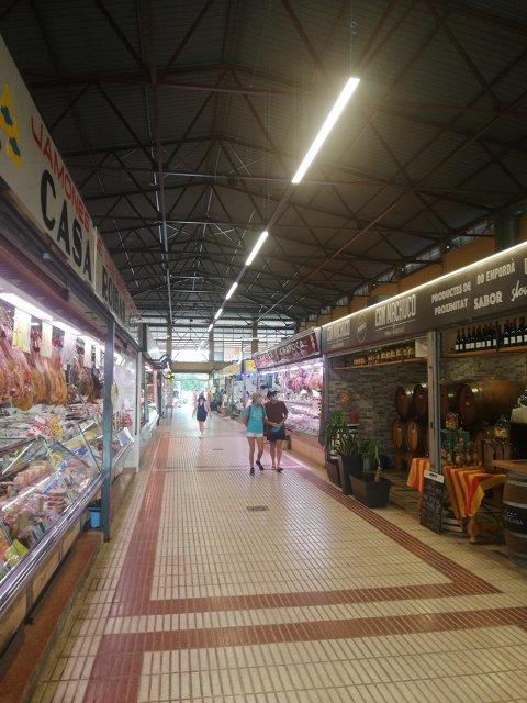 Substitució de l'enllumenat interior del mercat municipal