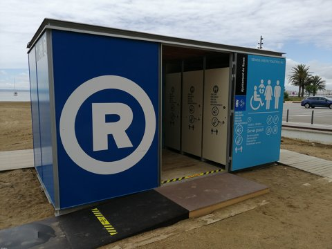 El servei de wc's de les platges de Roses s'adapten a les necessitats higièniques i de seguretat de la Covid-19