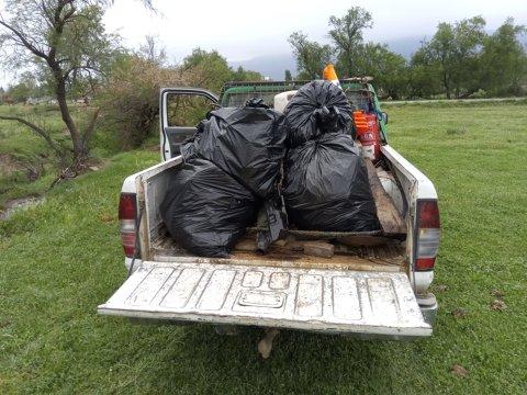 Neteja d'abocaments incontrolats al rec del carrer Punta Falconera