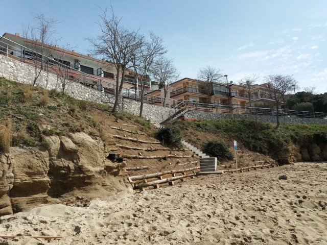 Mejora paisajística i consolidación taludes playa Palangrers