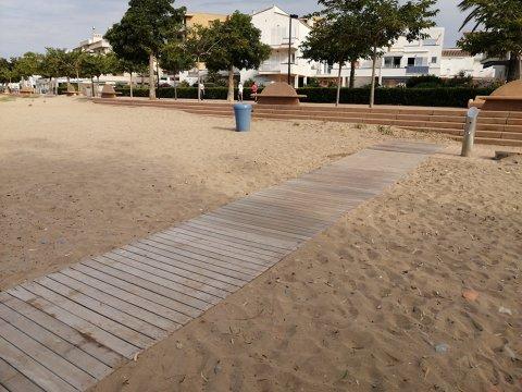 Instalación de las pasarelas de les playas