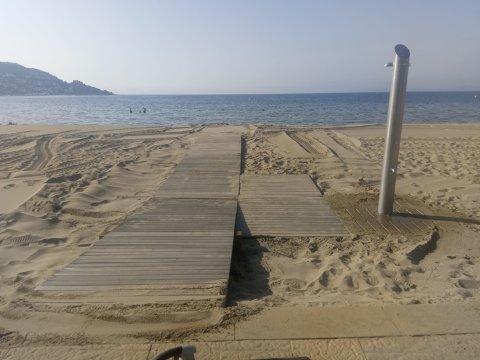 Instal·lació passeres platges i noves dutxes i rentapeus