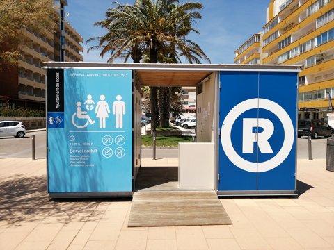 S'inicia el servei de wc's públics a les platges de Roses